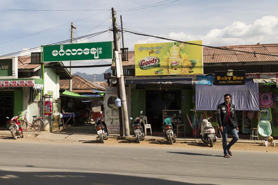 Der Eingang zum Markt von Nyaung Shwe